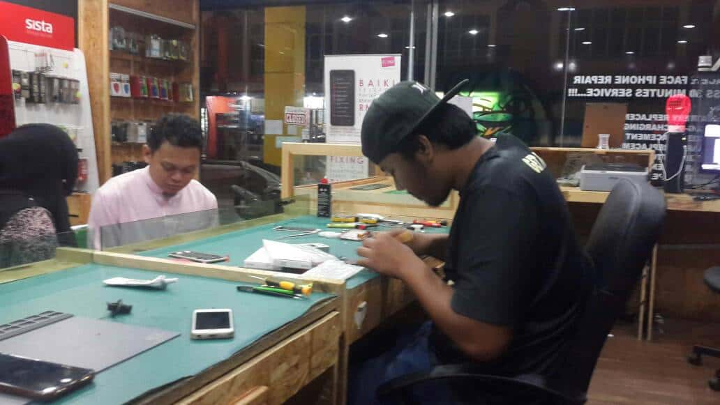 Tukar LCD iPhone 6 Face To Face Nilai